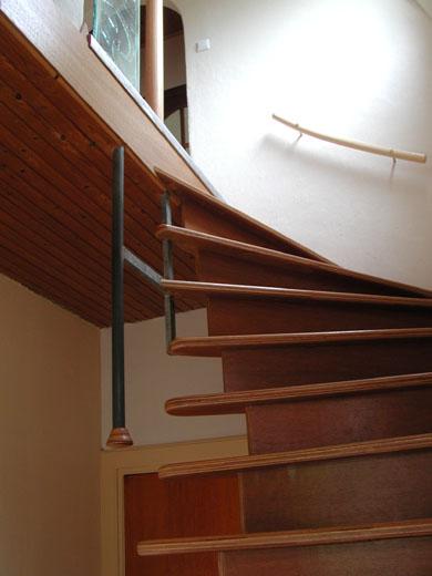 Renovatie van een hal een nieuwe trap en kapstok - Hoe een trap te kleden ...