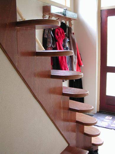 Renovatie van een hal een nieuwe trap en kapstok - De trap van de bistro ...